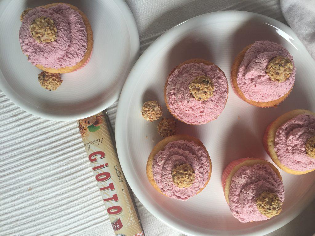 Sommerliche Kirsch-Giotto-Cupcakes