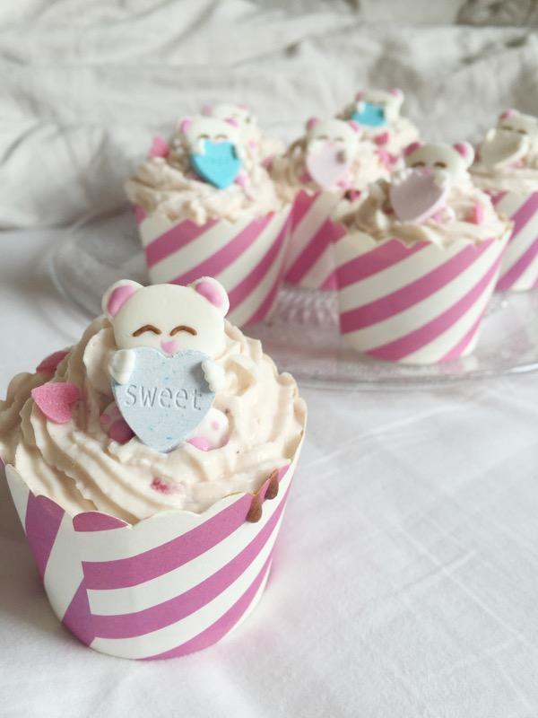 Zuckersüße Vanille-Erdbeercupcakes