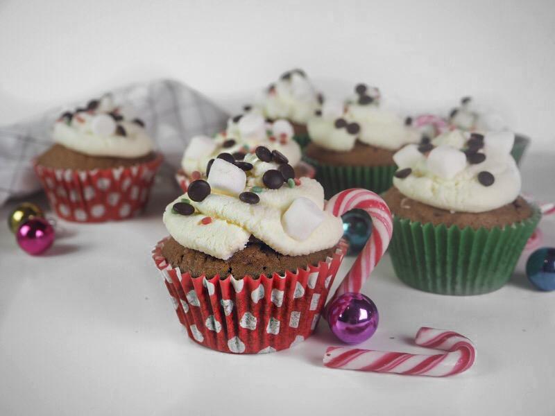 Winterliche Schokocupcakes mit Überraschung
